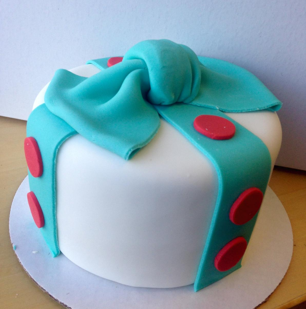 Zingerman's Bakehouse make fondant